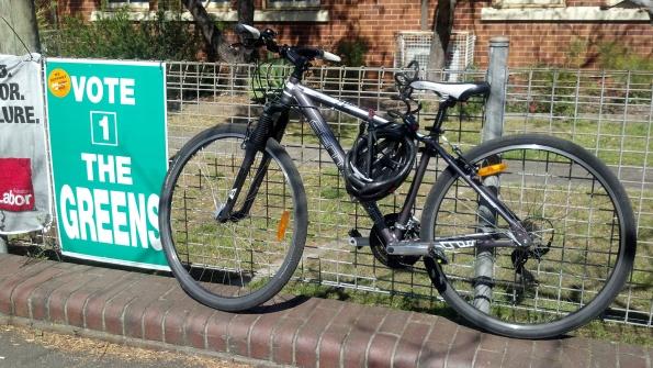 đi bầu bằng xe đạp nhưng không bầu cho đảng Xanh