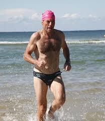 Tony Abbot (thủ tướng mới của Úc) cách đây 3 năm đã tham gia giải Marathon kết hợp (bơi 3.8 km, đạp xe 170 km, chạy 42 km), còn gọi là trilathlon và về đích sau 14 tiếng. Ảnh: Internet