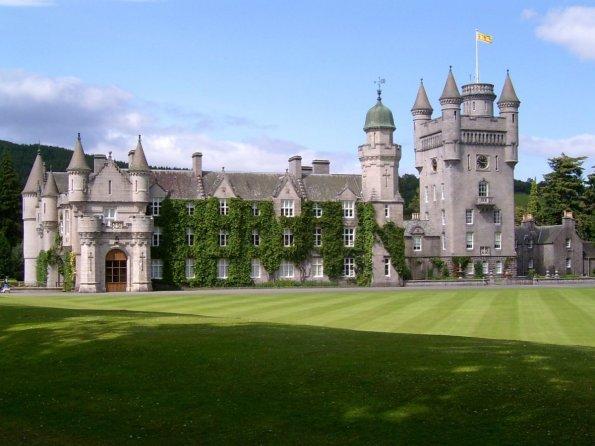 Có thể Nữ Hoàng sẽ được chôn tại Lâu đài Balmoral ở Scotland. Ảnh BI