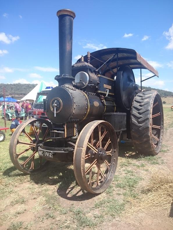 Đầu máy xe lửa, sản xuất năm 1912, vẫn xịt khói ầm ĩ