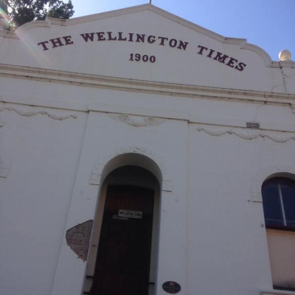 Tòa báo địa phương