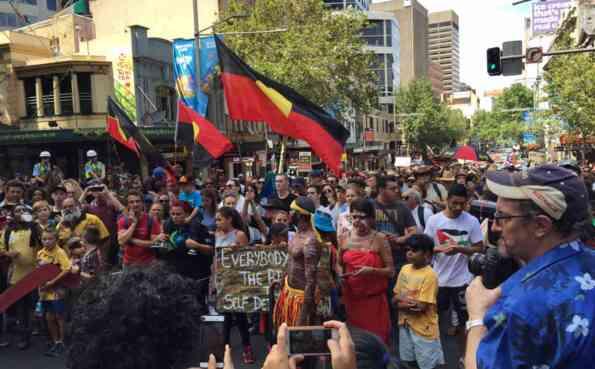 Tuần hành phản đối Invasion Day ở Sydney (ảnh: Skynews).